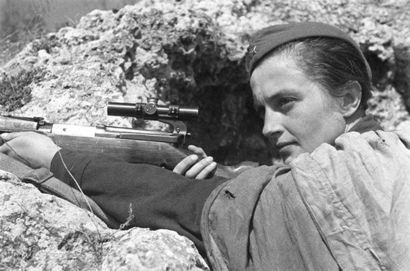 lyudmila-pavlichenko-russian-female-sniper-wwii-hero